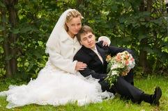 Νέο γαμήλιο ζεύγος στοκ φωτογραφίες με δικαίωμα ελεύθερης χρήσης