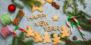 Νέο δέντρο έλατου καραμελών μελοψωμάτων ευχετήριων καρτών υποβάθρου έτους Χριστουγέννων Στοκ Εικόνα