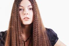 Νέο ελκυστικό brunette στον κλονισμό, αιφνιδιαστική συγκίνηση στοκ εικόνα με δικαίωμα ελεύθερης χρήσης