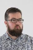 Νέο ενήλικο αρσενικό στο πουκάμισο Στοκ Φωτογραφία