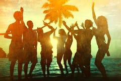 Νέο ενήλικο καλοκαίρι παραλιών ελευθερίας διασκέδασης κόμματος ενότητας Στοκ Εικόνες