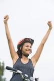 Νέο ενεργό πορτρέτο νίκης γυναικών υπαίθριο Στοκ φωτογραφία με δικαίωμα ελεύθερης χρήσης