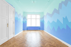 Νέο επίπεδο στο παλαιό κτήριο - ανακαινισμένο δωμάτιο Στοκ Φωτογραφίες