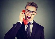 Νέο επιχειρησιακό άτομο που φωνάζει στο τηλέφωνο Στοκ Εικόνες