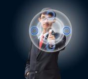 Νέο επιχειρησιακό άτομο σε ένα κοστούμι που δείχνει με το δάχτυλό του Στοκ Εικόνες