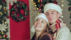 Νέο ερωτευμένο άτομο ζευγών και όμορφο κορίτσι απόθεμα βίντεο
