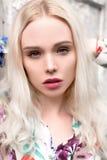 Νέο ευρωπαϊκό ξανθό πορτρέτο γυναικών υπαίθρια Στοκ φωτογραφία με δικαίωμα ελεύθερης χρήσης