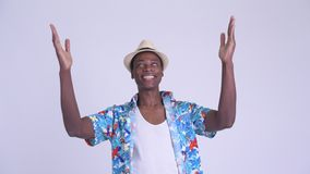 Νέο ευτυχές αφρικανικό άτομο τουριστών που πιάνει κάτι απόθεμα βίντεο