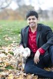 Νέο ευτυχές ινδικό άτομο Στοκ εικόνα με δικαίωμα ελεύθερης χρήσης