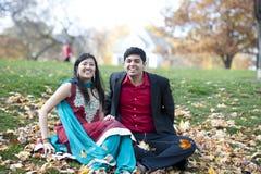 Νέο ευτυχές ινδικό ζεύγος Στοκ εικόνα με δικαίωμα ελεύθερης χρήσης