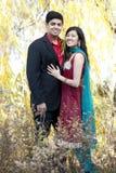 Νέο ευτυχές ινδικό ζεύγος Στοκ εικόνες με δικαίωμα ελεύθερης χρήσης