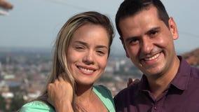 Νέο ευτυχώς παντρεμένο ζευγάρι απόθεμα βίντεο