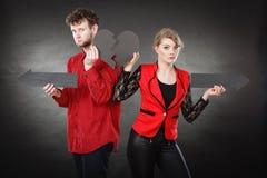 Νέο ζευγάρι που παρουσιάζει heartbreak σύμβολα Στοκ φωτογραφίες με δικαίωμα ελεύθερης χρήσης