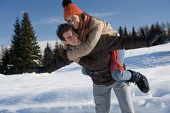 Νέο ζεύγος που έχει τη διασκέδαση Στοκ εικόνα με δικαίωμα ελεύθερης χρήσης