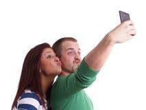Νέο ζεύγος που παίρνει selfie Στοκ φωτογραφίες με δικαίωμα ελεύθερης χρήσης