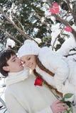 Νέο ζεύγος στη φυσική χειμερινή ανασκόπηση Στοκ Εικόνα