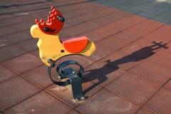 Νέο ζωηρόχρωμο παιχνίδι στην παιδική χαρά των παιδιών Στοκ εικόνα με δικαίωμα ελεύθερης χρήσης