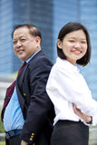 Νέο θηλυκό ασιατικό εκτελεστικό και ανώτερο ασιατικό πορτρέτο χαμόγελου επιχειρηματιών Στοκ φωτογραφία με δικαίωμα ελεύθερης χρήσης