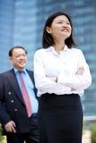 Νέο θηλυκό ασιατικό εκτελεστικό και ανώτερο ασιατικό πορτρέτο χαμόγελου επιχειρηματιών Στοκ Εικόνες
