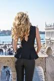 Νέο θηλυκό στο τετράγωνο SAN Marco στη Βενετία υποστηρίξτε την όψη Στοκ Φωτογραφία