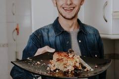 Νέο κέικ κατανάλωσης Στοκ Φωτογραφία