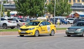 Νέο κίτρινο αυτοκίνητο της υπηρεσίας Στοκ Εικόνα
