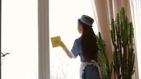 Νέο καθαρίζοντας παράθυρο υπηρετριών φιλμ μικρού μήκους