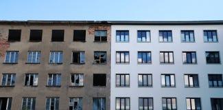 Νέο και παλαιό κτήριο αντίθεσης Στοκ φωτογραφίες με δικαίωμα ελεύθερης χρήσης