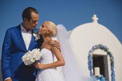 Νέο κομψό γαμήλιο ζεύγος στοκ εικόνες