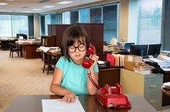 Νέο κορίτσι επιχειρησιακών γραφείων, εργαζόμενος Στοκ Φωτογραφία