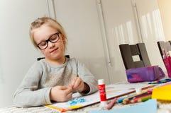 Νέο κορίτσι και το πρόγραμμα τέχνης της Στοκ Εικόνα