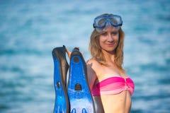 Νέο κορίτσι με τα πτερύγια Στοκ φωτογραφία με δικαίωμα ελεύθερης χρήσης