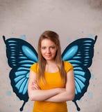 Νέο κορίτσι με την μπλε απεικόνιση πεταλούδων στην πλάτη Στοκ εικόνες με δικαίωμα ελεύθερης χρήσης