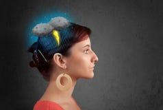 Νέο κορίτσι με τον πονοκέφαλο αστραπής καταιγίδας στοκ εικόνες με δικαίωμα ελεύθερης χρήσης