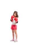 Νέο κορίτσι μπόξερ που στέκεται ως μαχητής Στοκ Φωτογραφία