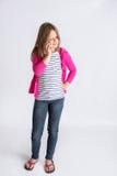 Νέο κορίτσι που κουβεντιάζει στο τηλέφωνο Στοκ φωτογραφία με δικαίωμα ελεύθερης χρήσης