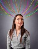 Νέο κορίτσι που σκέφτεται με τις ζωηρόχρωμες αφηρημένες γραμμές εναέριες Στοκ εικόνες με δικαίωμα ελεύθερης χρήσης