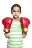 Νέο κορίτσι που φορά τα εγκιβωτίζοντας γάντια λυπημένα και που ανατρέπονται Στοκ Εικόνα
