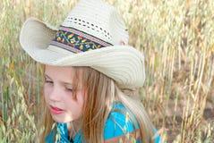 Νέο κορίτσι που φορά το δυτικό καπέλο ύφους στοκ φωτογραφίες με δικαίωμα ελεύθερης χρήσης