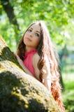 Νέο κορίτσι σε ένα πάρκο Στοκ εικόνες με δικαίωμα ελεύθερης χρήσης