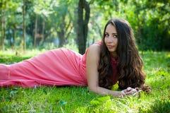 Νέο κορίτσι σε ένα πάρκο Στοκ Φωτογραφία