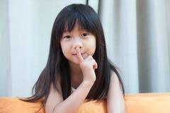 Νέο κορίτσι, σιωπηλά Στοκ φωτογραφίες με δικαίωμα ελεύθερης χρήσης