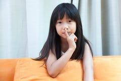 Νέο κορίτσι, σιωπηλά Στοκ Φωτογραφία