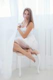 Νέο κορίτσι στο λευκό Στοκ Φωτογραφία