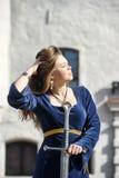 Νέο κορίτσι στο μεσαιωνικό φόρεμα Στοκ φωτογραφίες με δικαίωμα ελεύθερης χρήσης