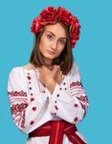 Νέο κορίτσι στο ουκρανικό εθνικό κοστούμι Στοκ φωτογραφίες με δικαίωμα ελεύθερης χρήσης