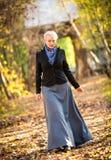 Νέο κορίτσι στο πάρκο Στοκ εικόνες με δικαίωμα ελεύθερης χρήσης