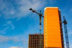 Νέο κτήριο κάτω από την οικοδόμηση με την εργασία τούβλου Στοκ φωτογραφίες με δικαίωμα ελεύθερης χρήσης
