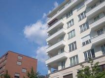 Νέο κτήριο - σύγχρονο σπίτι διαμερισμάτων Στοκ Φωτογραφίες