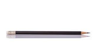 Νέο μαύρο μολύβι beeing έννοιας λευκό τεχνολογίας συνδέσμων απομονωμένο εστίαση καλυμμένο στούντιο Στοκ Φωτογραφίες